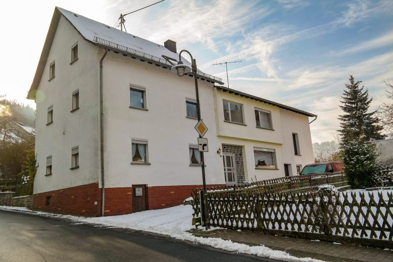 For 10 to 14 persons House with 5 bedrooms This house has a ground floor with living room, kitchen and bathroom and the 2nd floor has 5 bedrooms and a bathroom. Additionaly there is an attic. As well you can relax in the private sauna. Or sleep in the tipi!